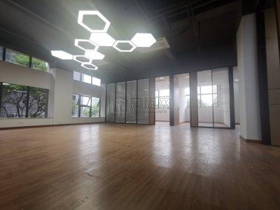 恒凯大厦全新装修办公室双面采光电梯口225平方