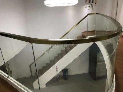 世贸中心200平招租朝南朝江整排大窗采光