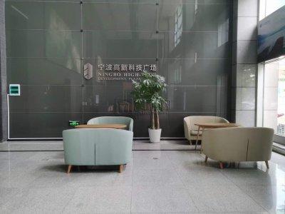 高新区科技广场全新精装实木地板办公室出租