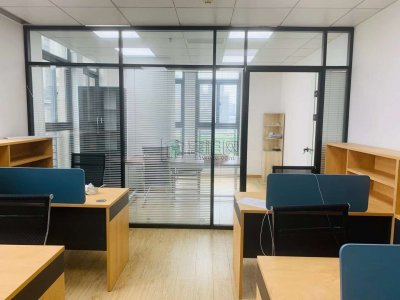 高新区翡翠湾3号楼华伟大厦65平带全套办公家具
