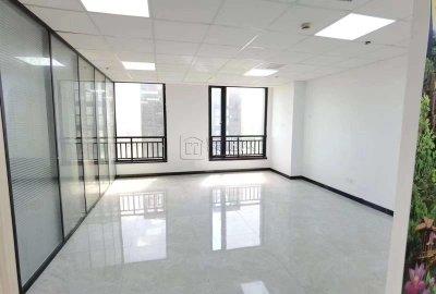 上东国际106平办公室2隔间双面采光